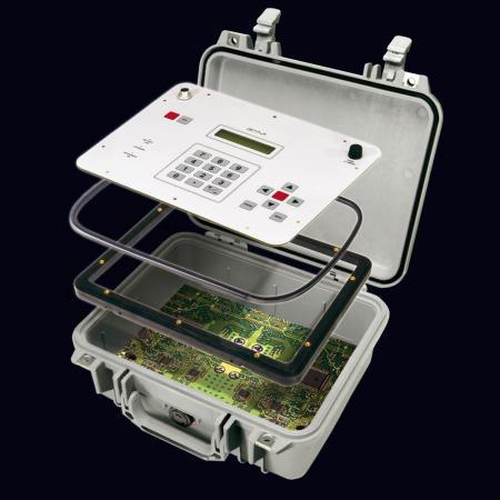 Abb.: Anwendungsbeispiel - Peli Koffer mit Einbaurahmen und Trägerplatte