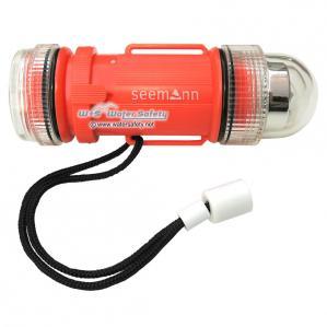 400435-seemann-unterwasser-signalblitz-mit-taschenlampe-1