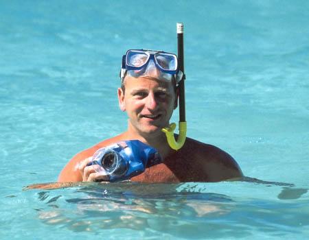 aquapac-snorkeler-with-camera-450x350px.jpg