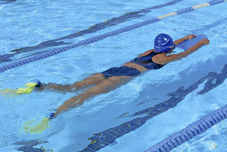 aquasphere-schwimmtraining-zip-fins-woman-450x301px.jpg