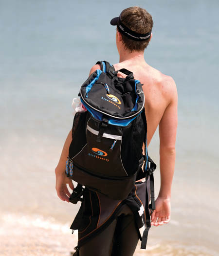blueseventy-transition-bag-on-beach-450x524px.jpg