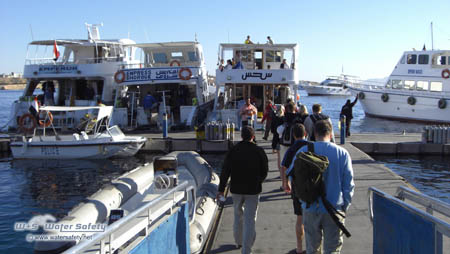 diver-walking-to-boat-in-the-morning-450x254px.jpg